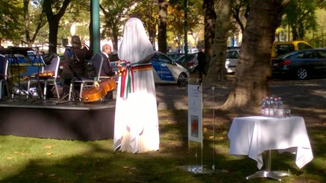 Budapest, Stadtwäldchen, 4. November 2015: Eine Statue wird enthüllt