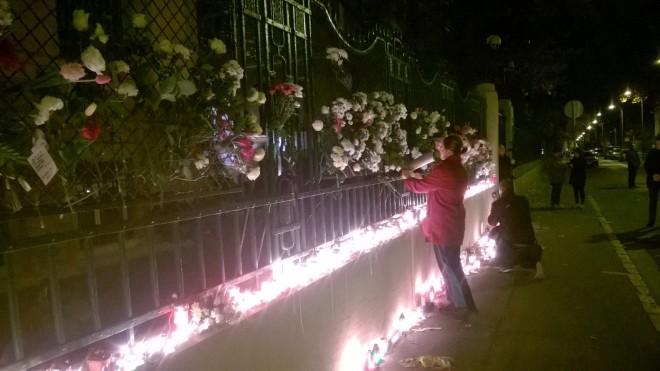 Heute Abend vor der französischen Botschaft in Budapest